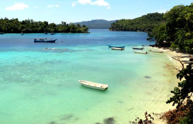 Salah satu contoh wisata bahari adalah